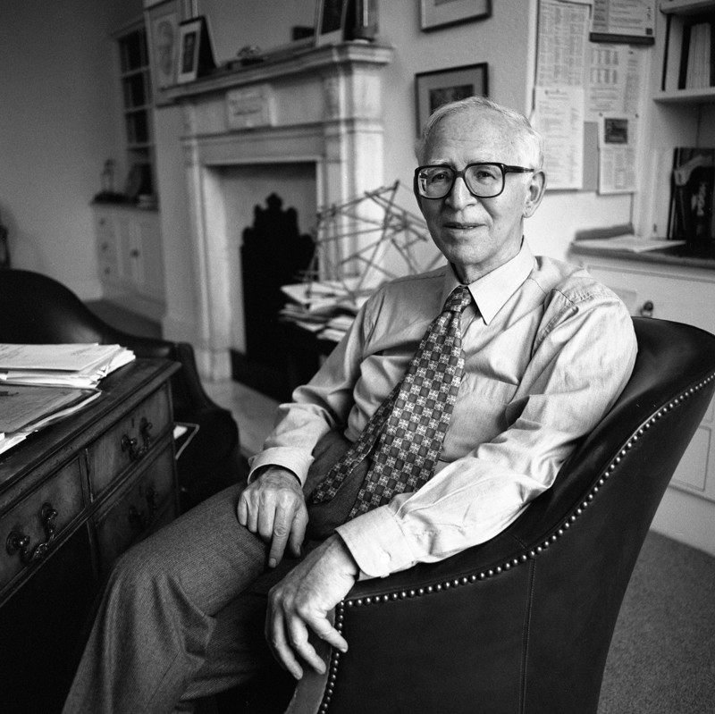 DHS Old Boys, Sir Aaron Klug: Crystallographer who won a Nobel prize for 3D imaging of viruses. Photo Credit: Anne-Katrin Purkiss